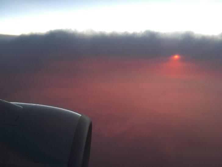 夕方の飛行機上空