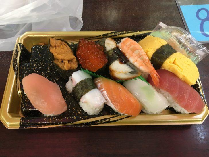 泊いゆまちで購入した寿司